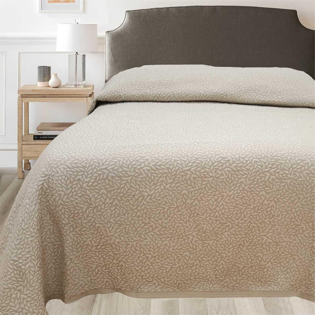 Forbyt, Prikrývka na posteľ, Leaf, béžový 240 x 260 cm